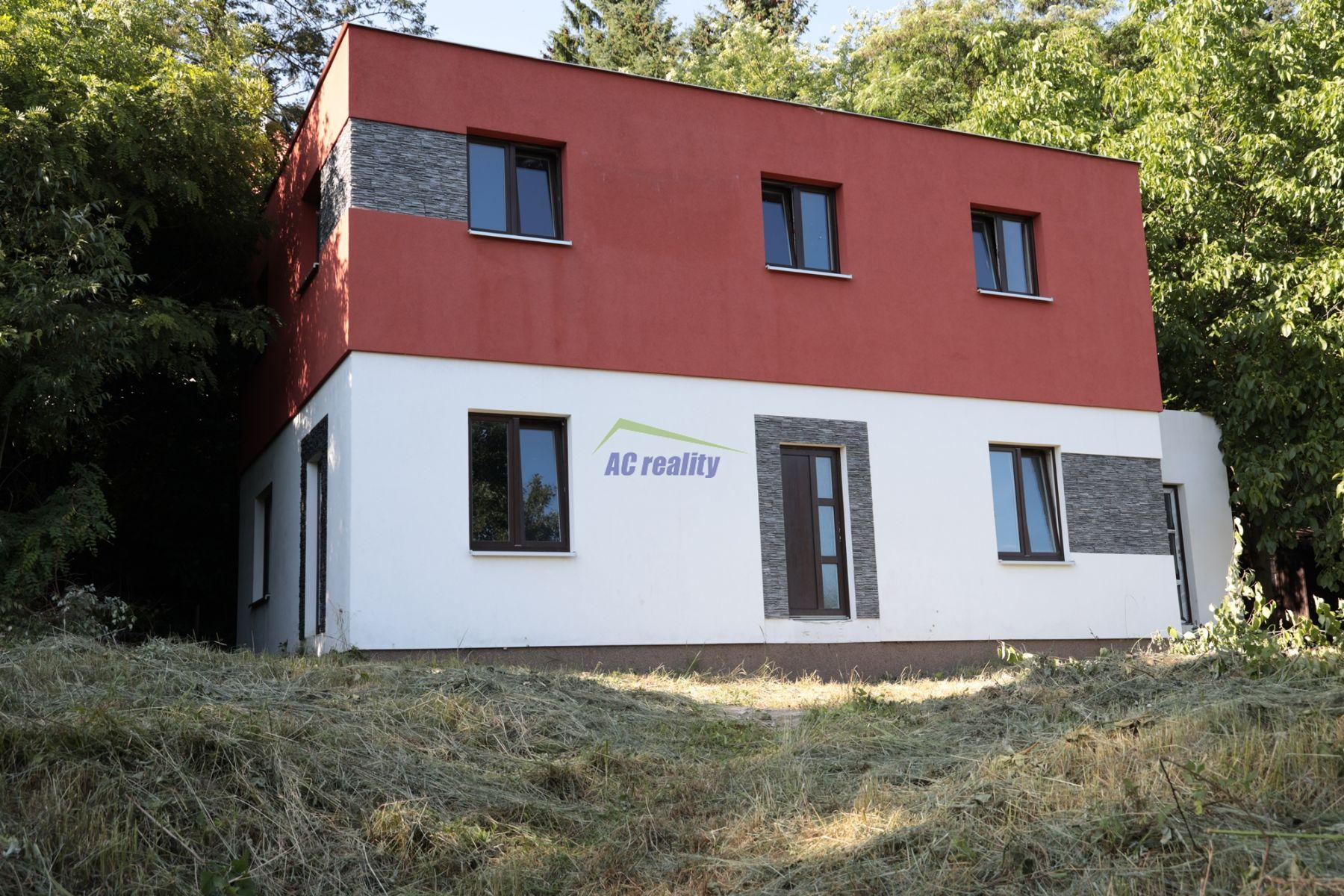 Stříbrná Skalice, okr. Praha východ; prodej hrubé stavby se zahradou 1.226 m2