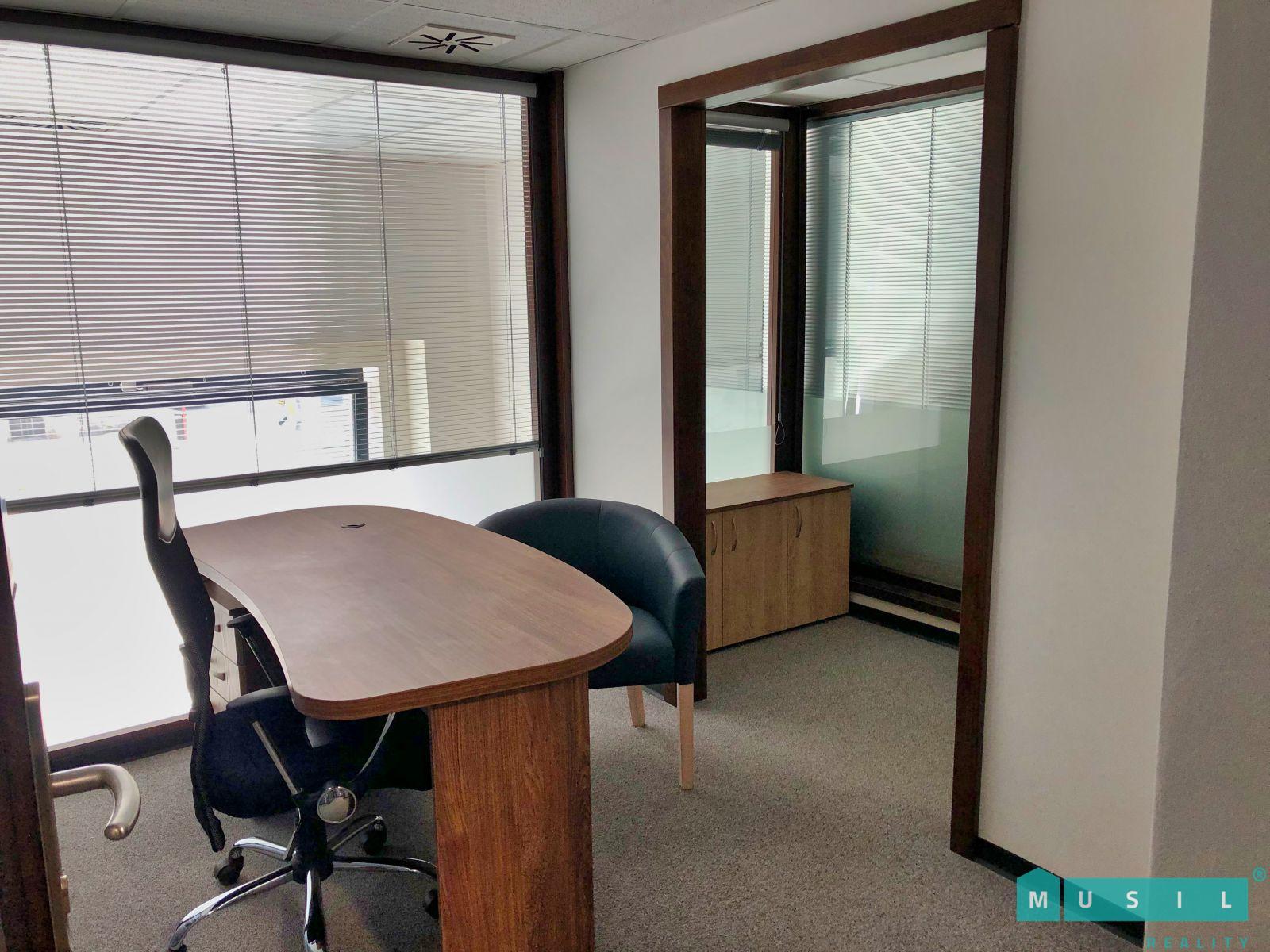 Pronájem kanceláře 8 m2 v hotelovém komplexu v centru města