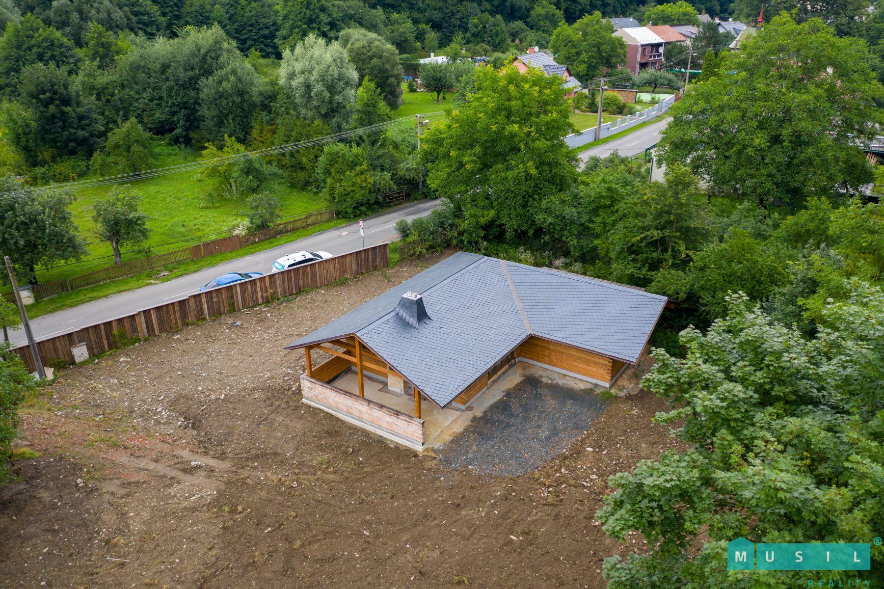 Prodej hrubé stavby rekreačního objektu v Dolním Žlebu u Šternberka.