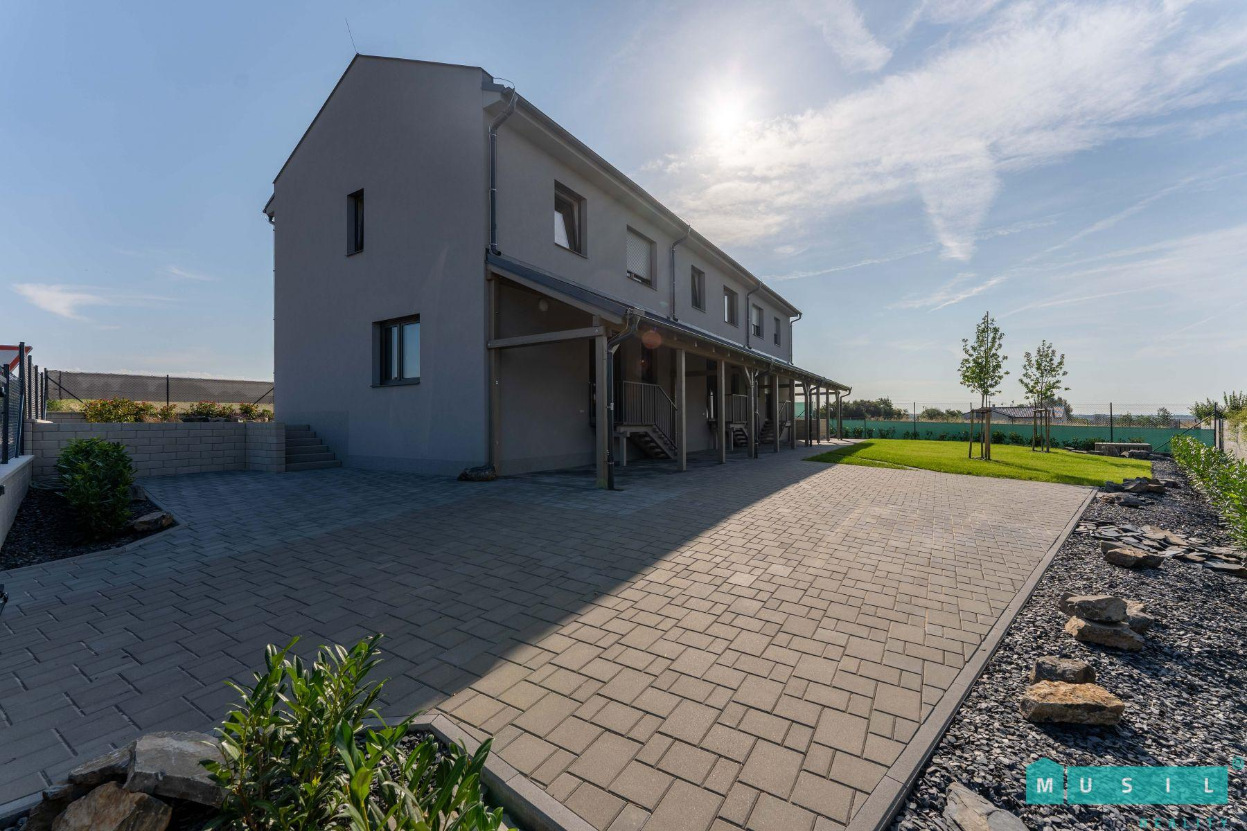 Pronájem luxusní novostavby rodinného domu s terasou a zahradou v Droždíně u Olomouce.