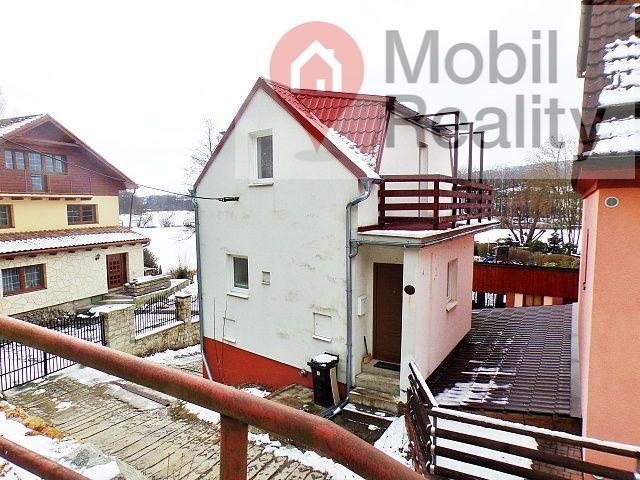 Třípodlažní atypický rodinný dúm v obci Sedlec u Starého Plzence.
