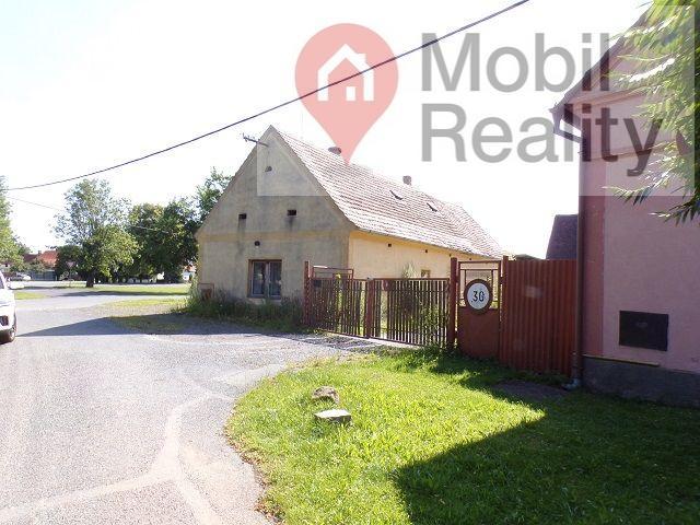 Vesnický dům se stodlou a pozemkem v obci Přehýšov.