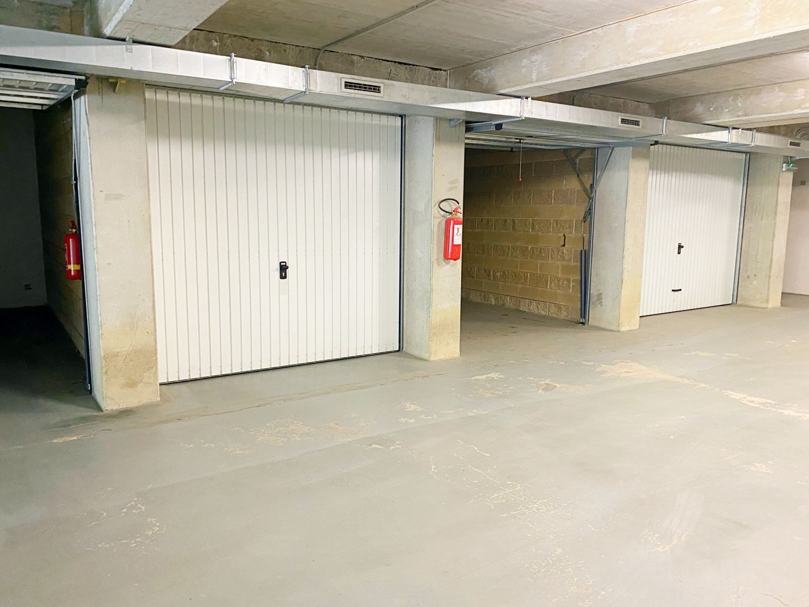Pronájem prostorné zděné garáže 23 m2, ulice Mošnerova,  Olomouc