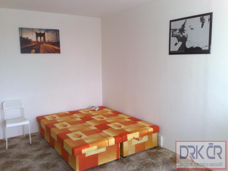 Nové pokoje s lodžií,v bytech 3+1/L,Praha 6-Řepy a Praha 4,od 6500Kč, provizi neplatíte