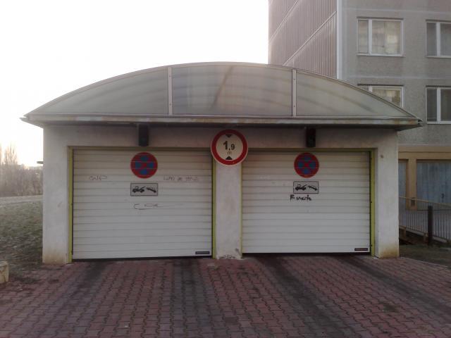 RCZ_Pron. uzamykatelné garáže,Praha 5-u metra Luka, 2.800Kč.Neplatíte provizi.