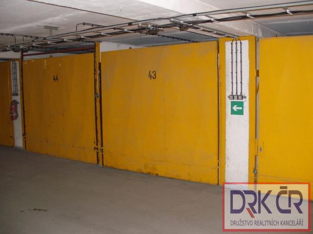 EU_Samostatna zděna garáž, 20m2, 2.800 Kč, v Praze 6 - Řepích II, neplatíte provizi.