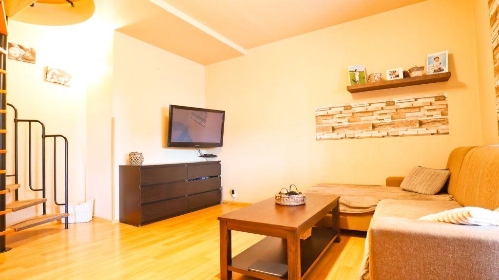 Nabízíme k prodeji prostorný atypický mezonetový byt 3+1.
