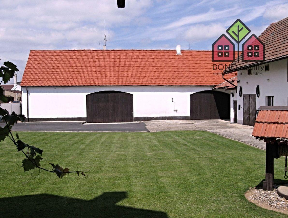 statek, OV, 2089 m2, dvě garáže, dvě stodoly, chov koní, podnikání, obec Travčice