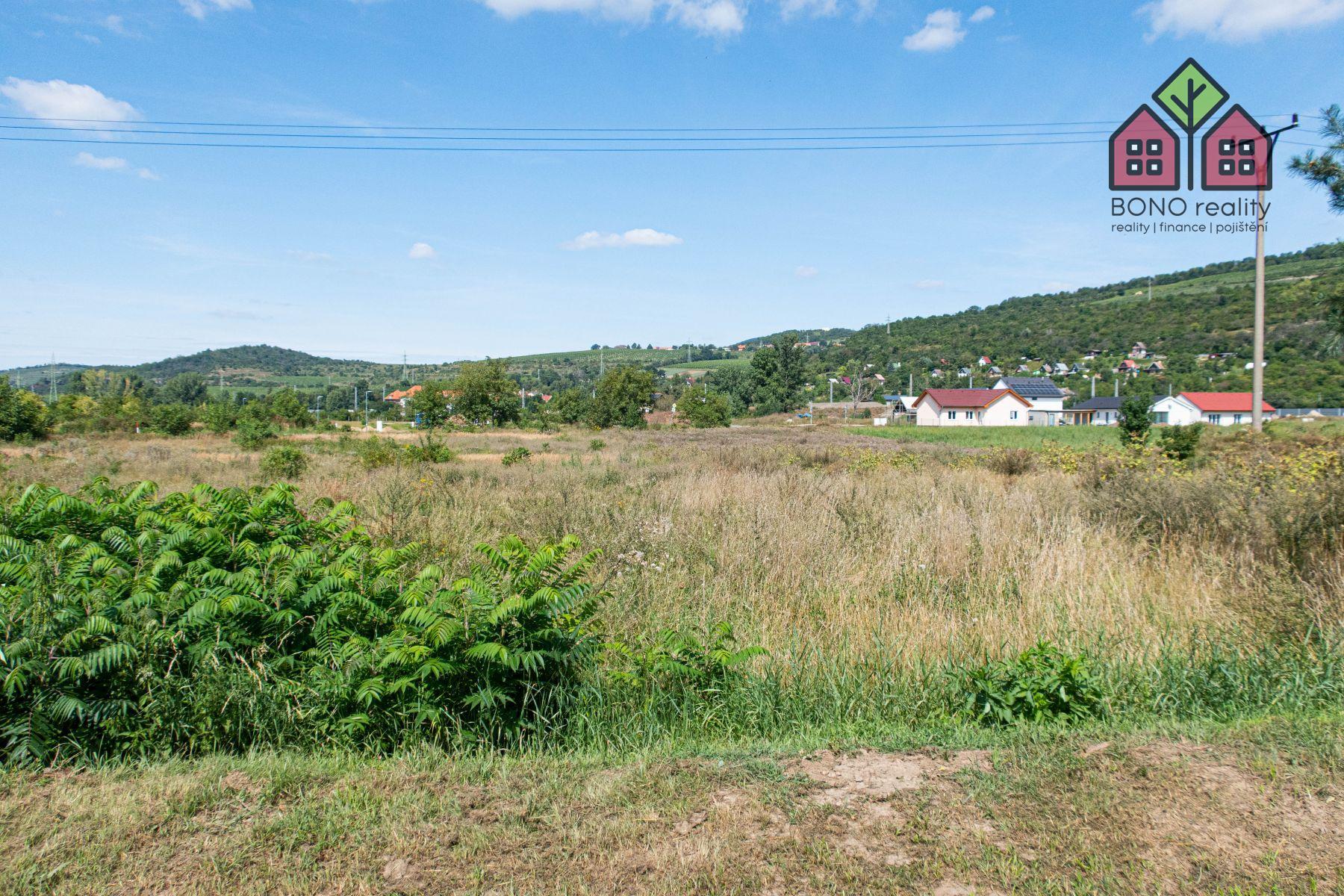 Stavební pozemek 3934 m2, inženýrské sítě, projekt pro výstavbu BD, okres Litoměřice, obec Píšťany