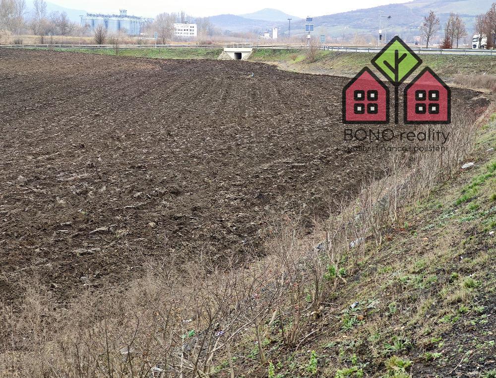 Dva pozemky o výměře 2521 m2, okres Litoměřice, k.ú. Prosmyky