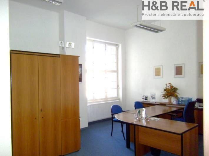Pronájem komerčního prostoru (ordinace, kancelář, 40 m2)