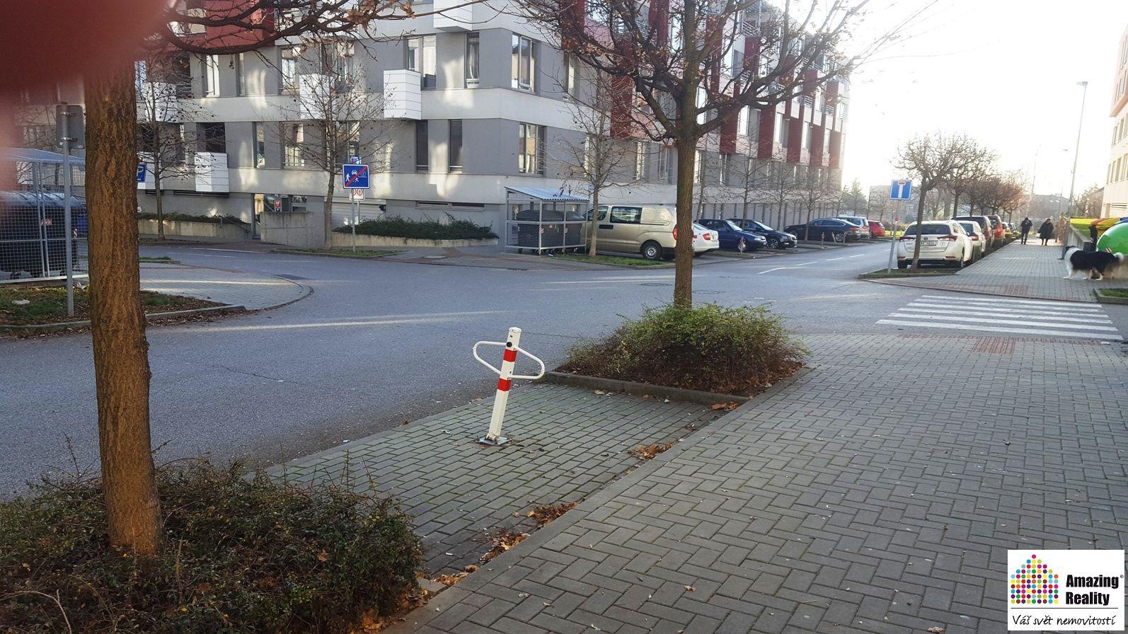 Parkovací stání v ul. Zubrnická, Praha - Prosek