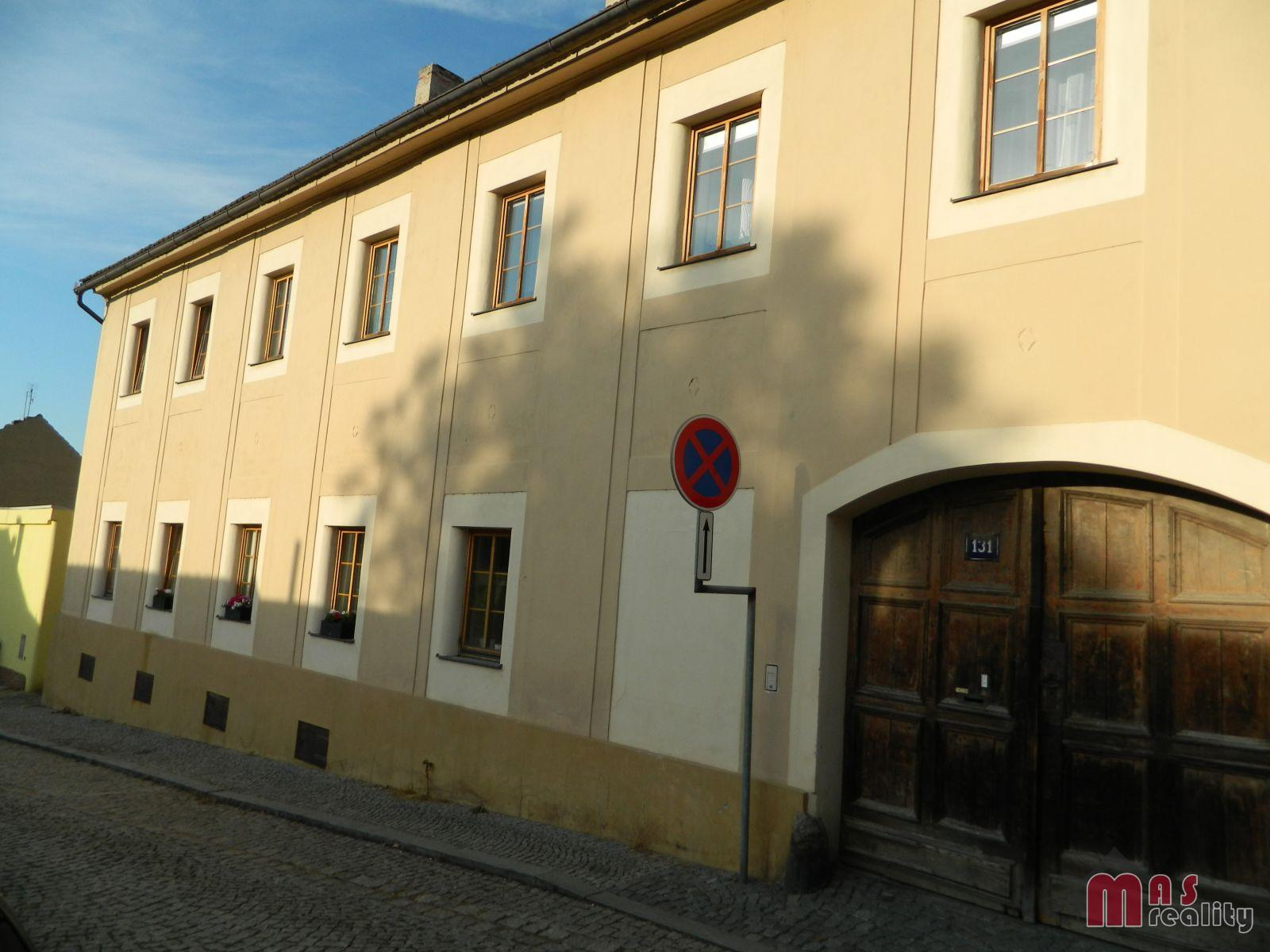 Prodej prostorného dvougeneračního patrového rodinného domu v centru Roudnice nad Labem
