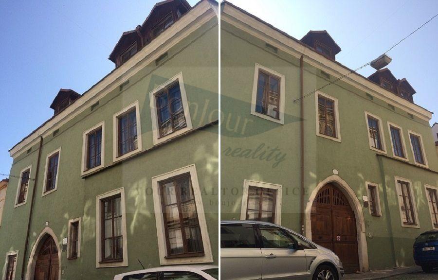 Prodej historického domu o 8 bytech, s historickými sklepními prostory a dvorním traktem ve Znojmě