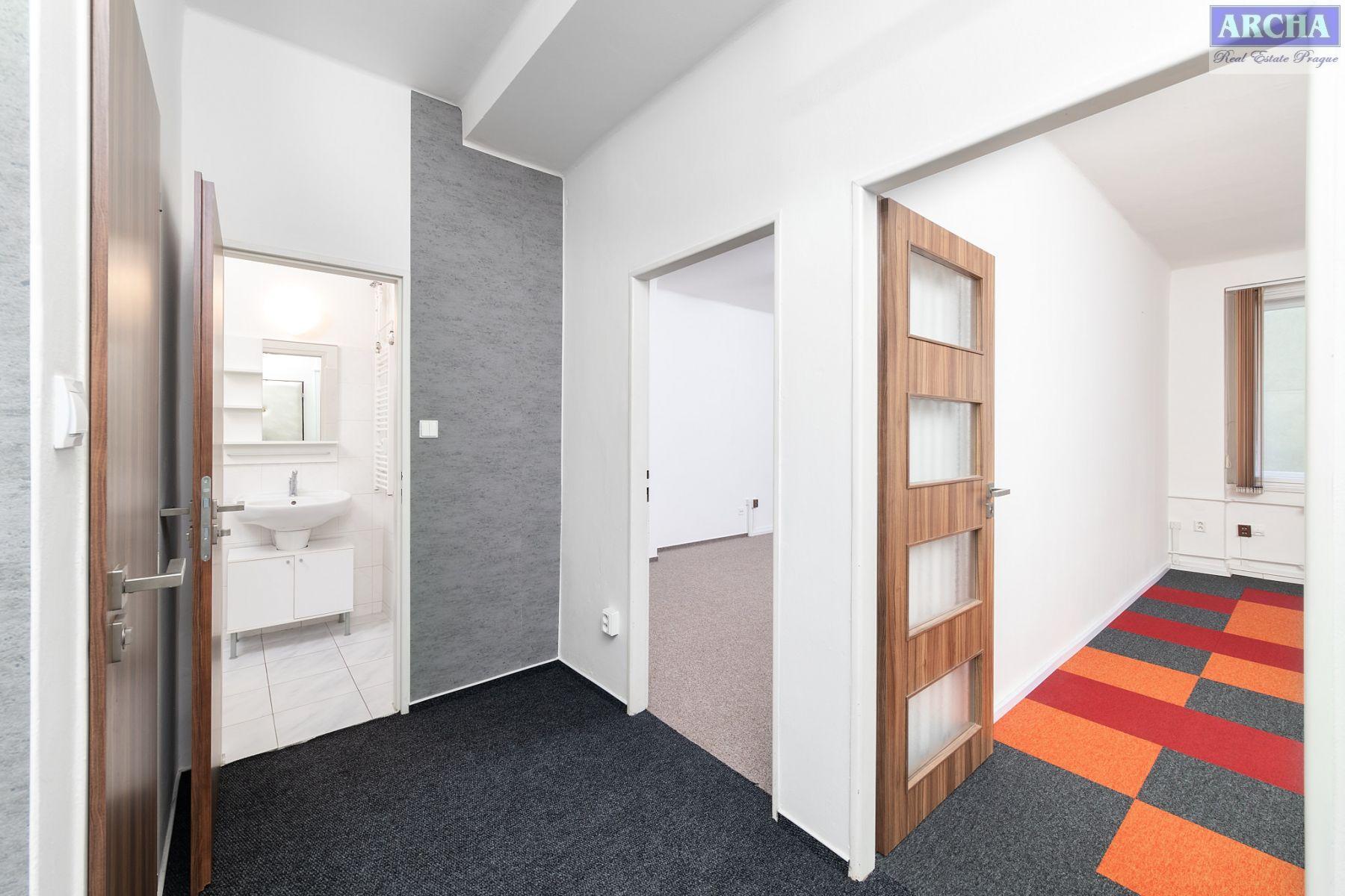 Nájem nebytového prostoru 45 m2, 1.patro, Hollarovo náměstí, Praha 10