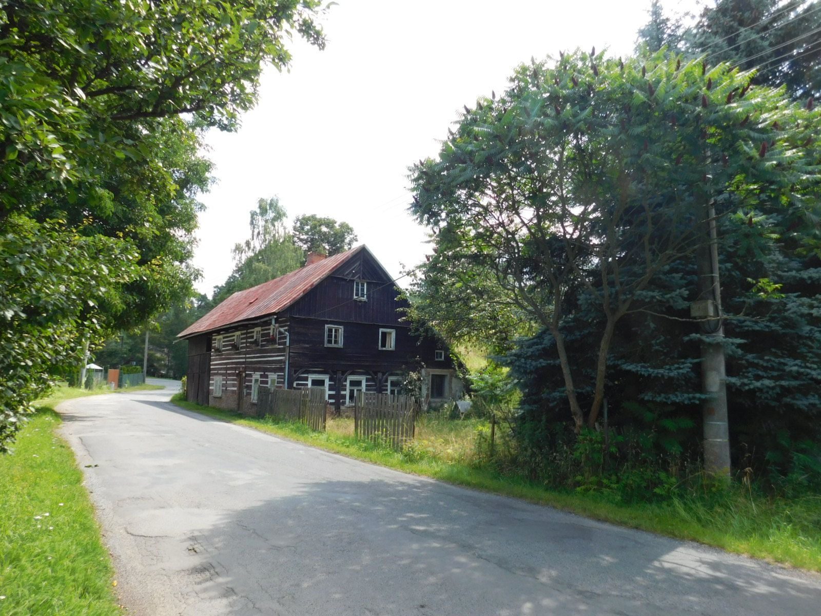 Rodinný dům se stavebními pozemky.