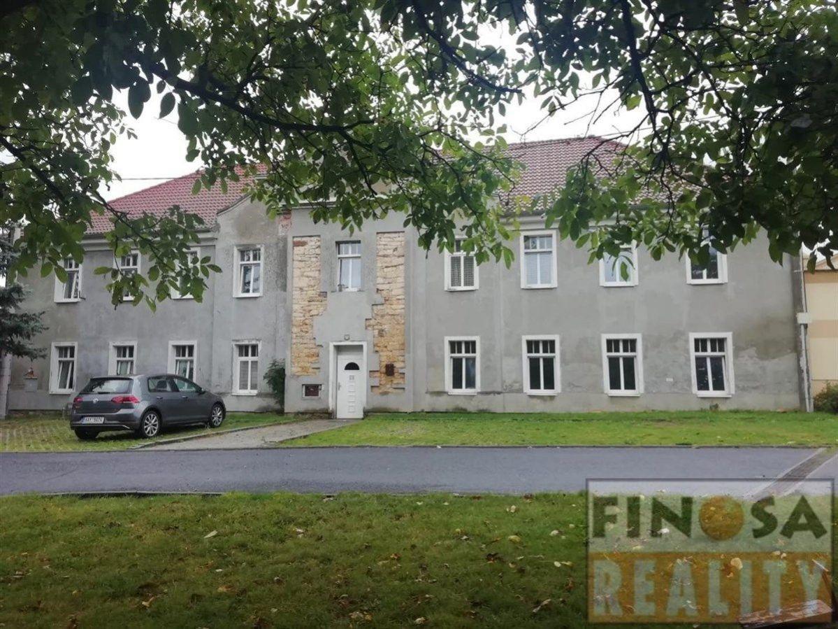 Na prodej samostatně stojící objekt víceúčelové stavby v obci Strupčice  část Hošnice nedaleko Chomu