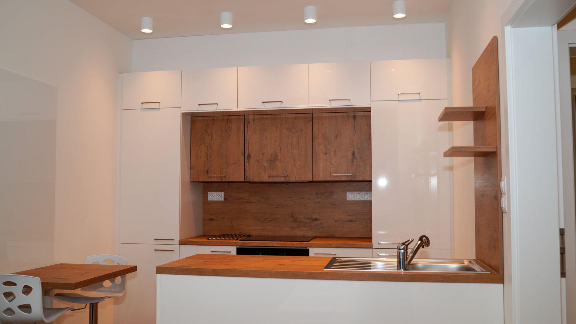 Prodej bytu po kompletní rekonstrukcí 2+kk, 51m2, v cihlovým domě.
