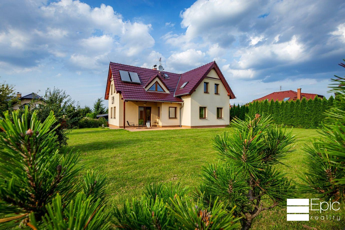 Nabízíme prodej rodinného domu 5+1, 210m2, Veleň, hypotéka možná