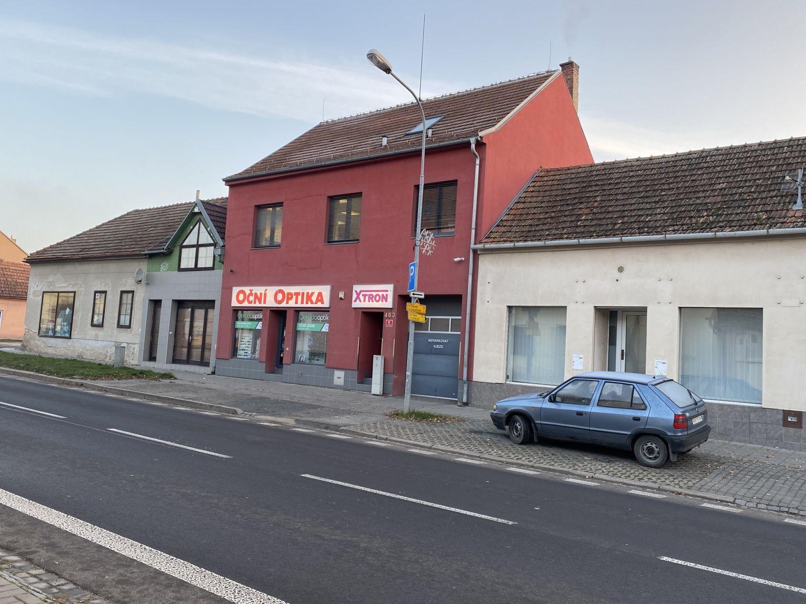 Nabízíme k prodeji dům ke komerčnímu využití ve městě Kuřim na ulici Legionářská.