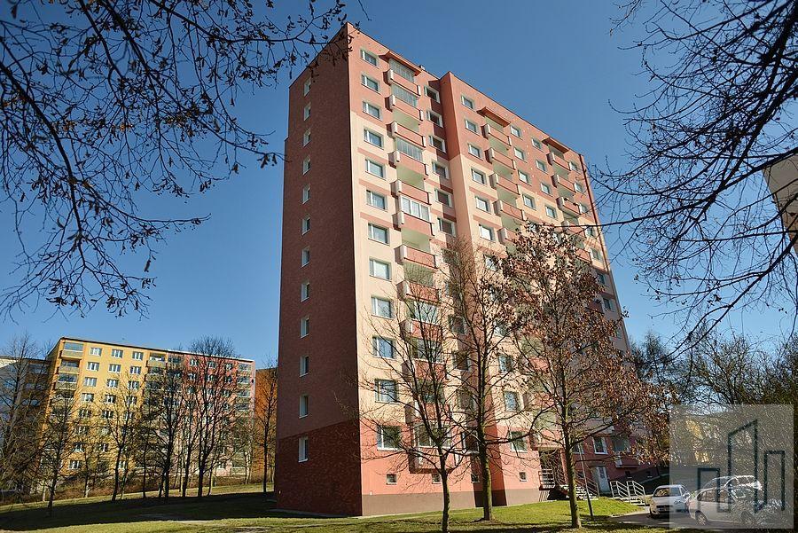 Prodej krásného, světlého a prostorného bytu 4+1 na sídlišti Čankovská v Karlových Varech - Rybářích