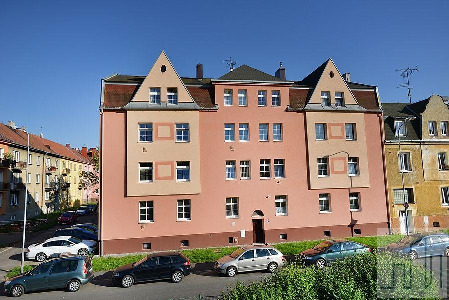 Prodej prostorného bytu 4+1 v Karlových Varech - Dvorech