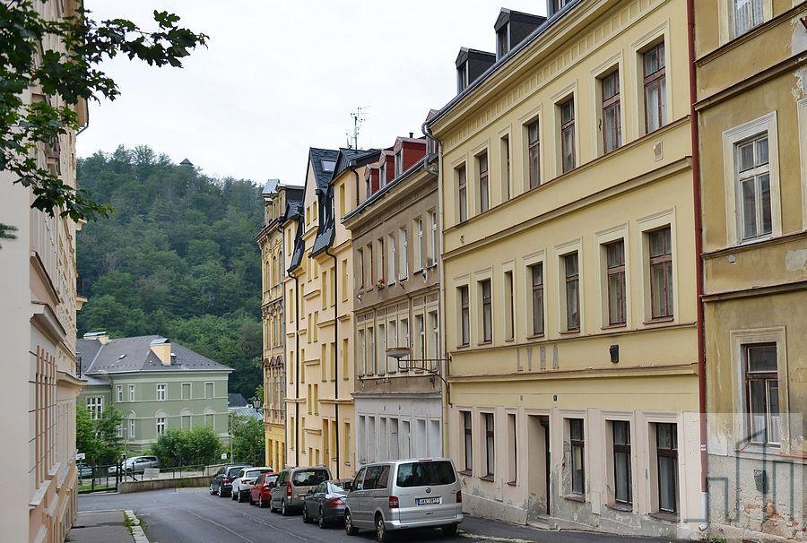 Prodej hezkého a světlého bytu 2+1 po rekonstrukci v Karlových Varech (Tylova ulice)