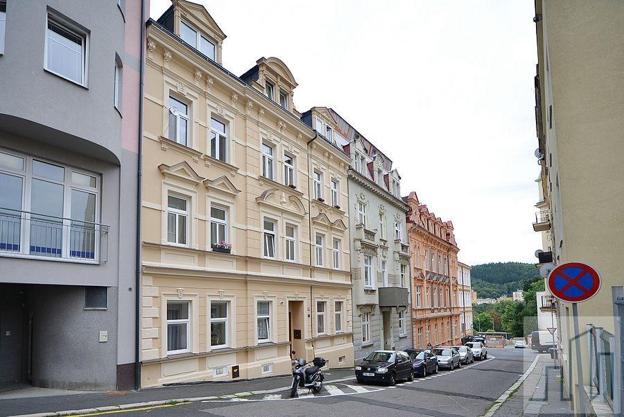 Prodej hezkého bytu 2+1 po rekonstrukci v Karlových Varech - Rybářích
