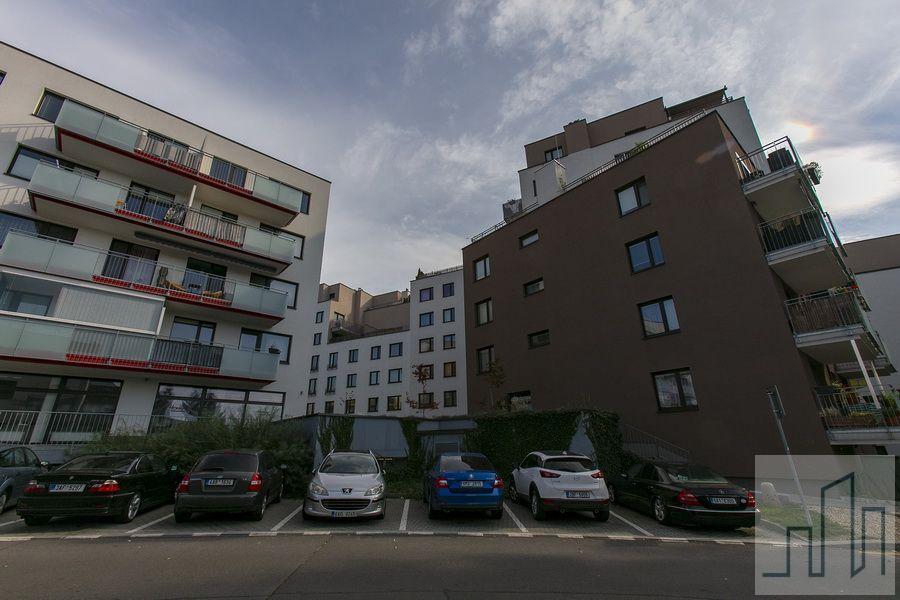 Prodej krásného moderního bytu v klidné části Modřan