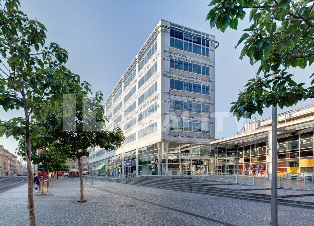 Pronájem luxusních kanceláří Praha 5, Anděl, ihned, včetně zařízení, recepce