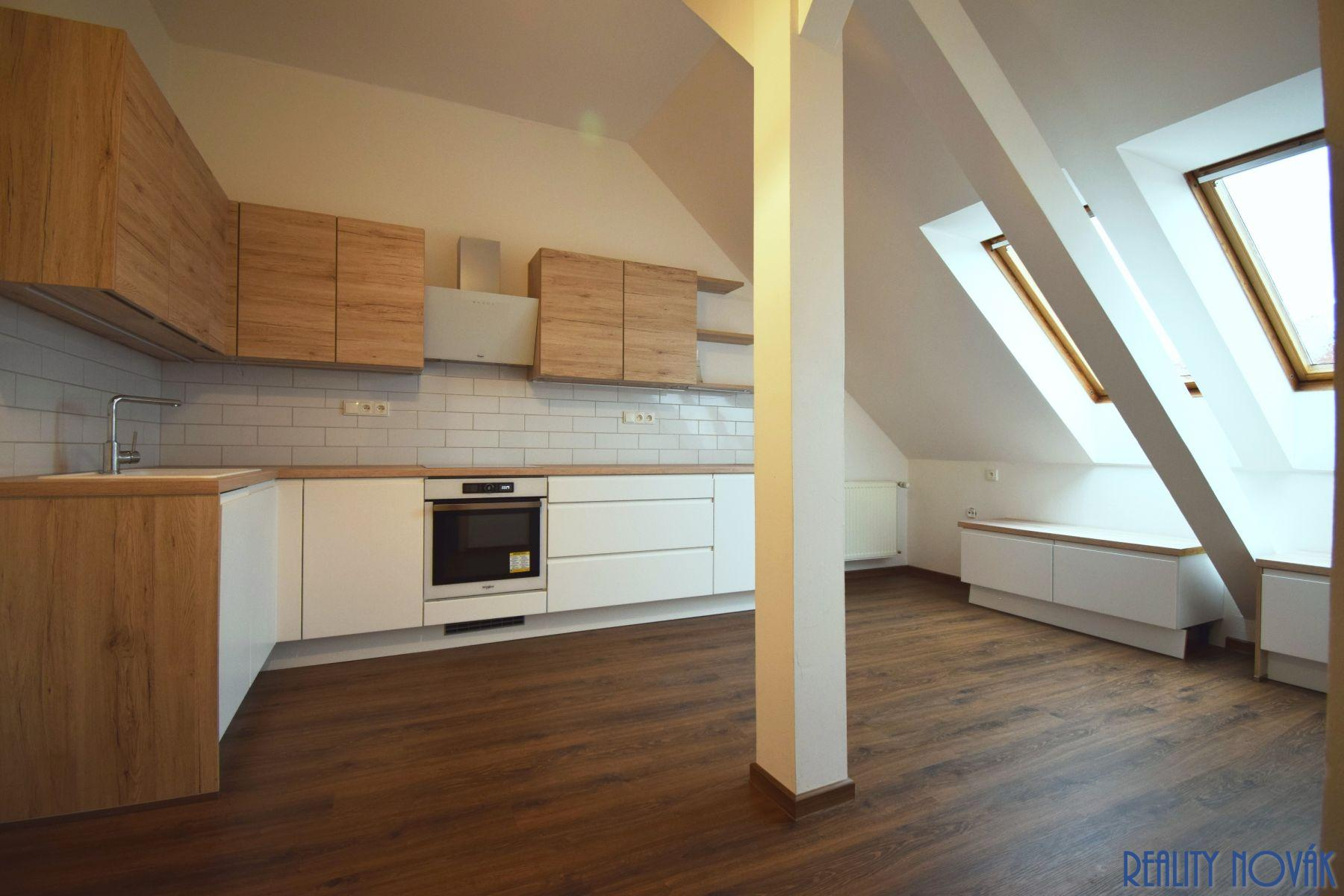 Pronájem bytu 5 + 1 220 m2, ul. Korunní, Praha - Vinohrady
