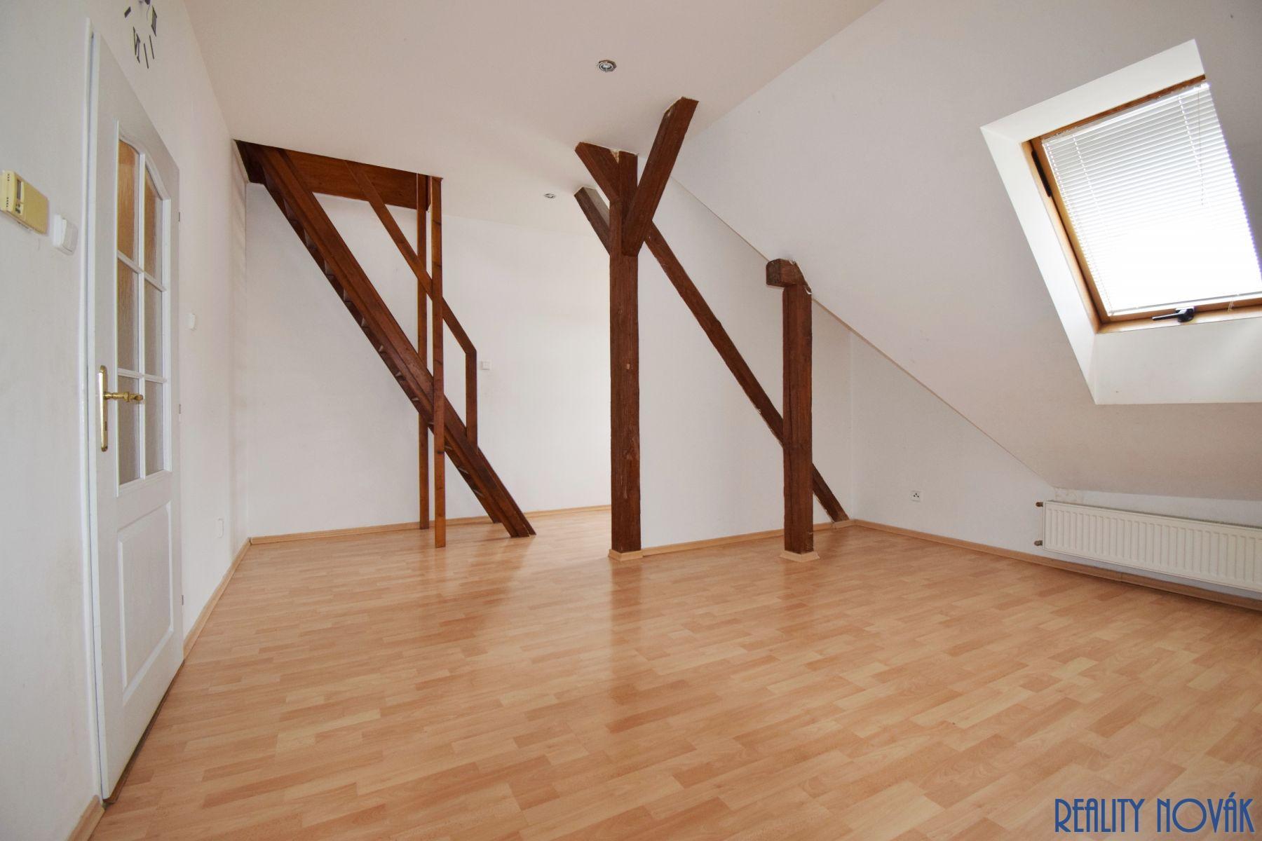 Mezonetový byt k 2+1 k pronájmu, 94 m2