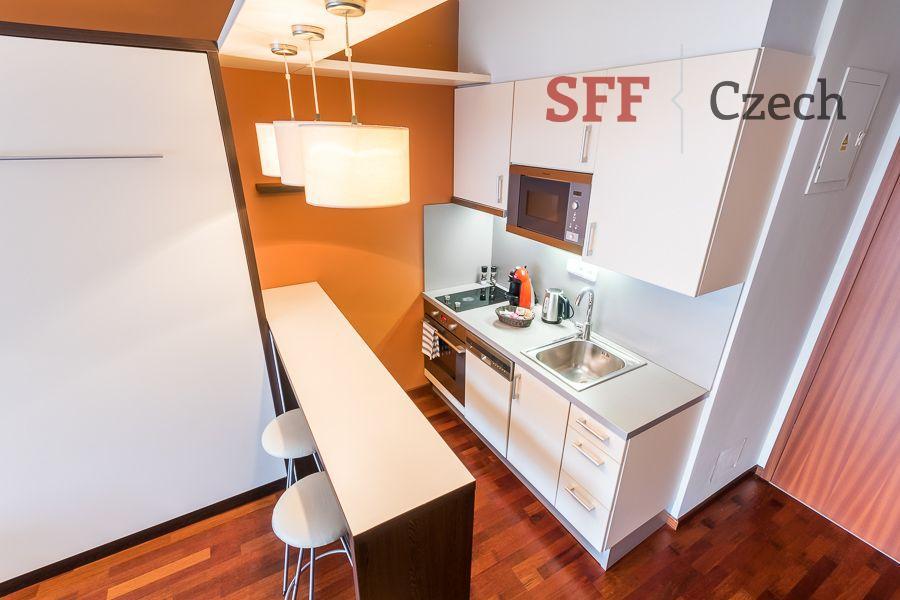 Moderní vybavené studio v bytovém domě s recepcí v širším centru Praha blízko Karlova náměstí bez pr
