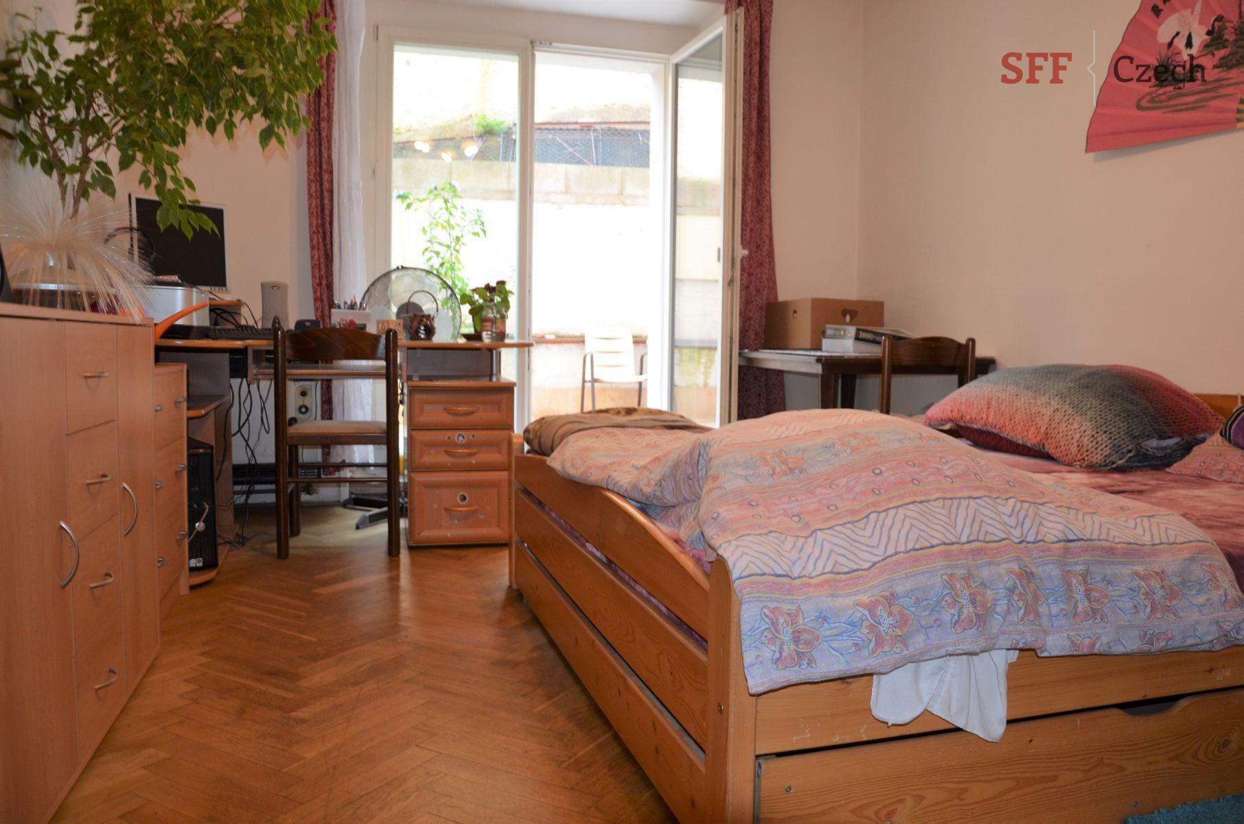 Částečně vybavený byt 1+1 na Praze 5 nedaleko metra Anděl Nový Smíchov