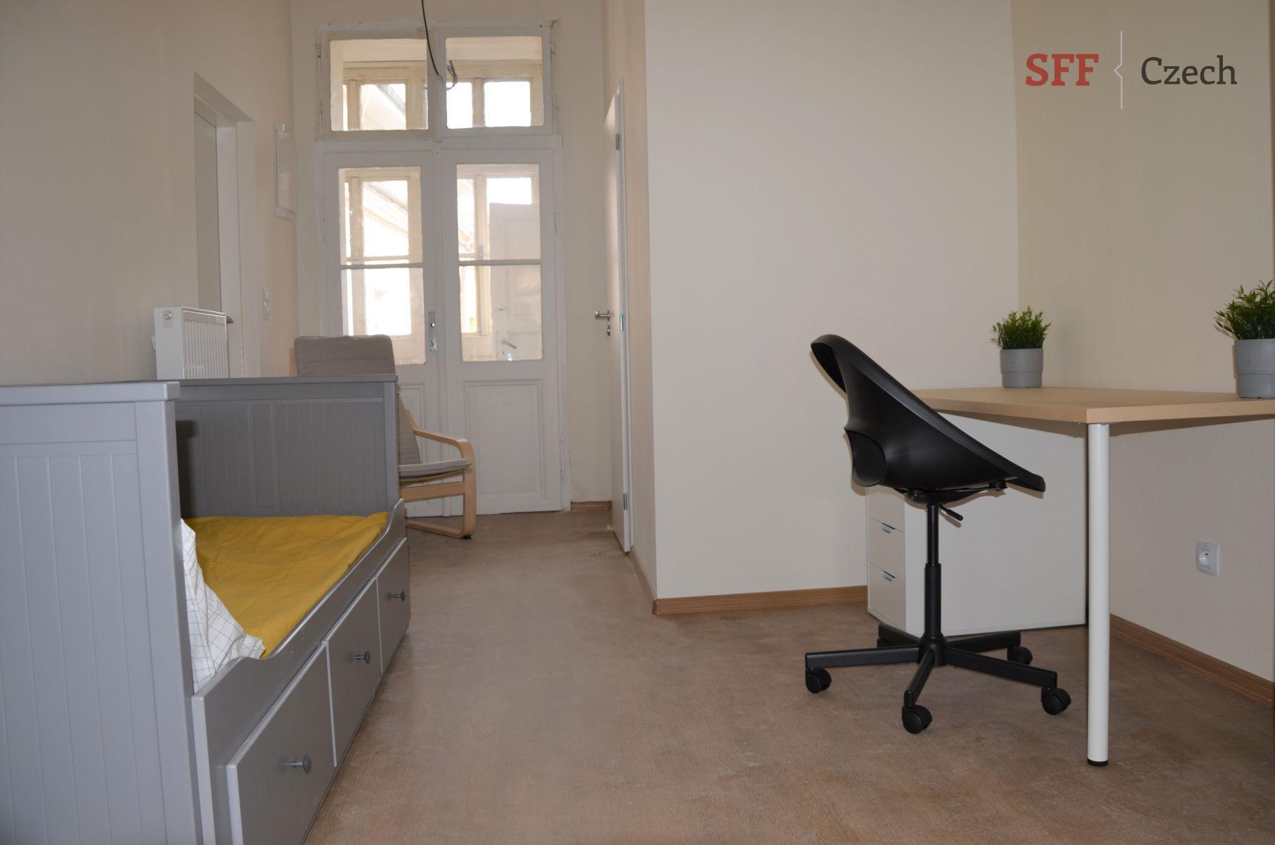 Pronájem zařízeného pokoje ve sdíleném bytě s vlastní koupelnou Praha 2 Nové město