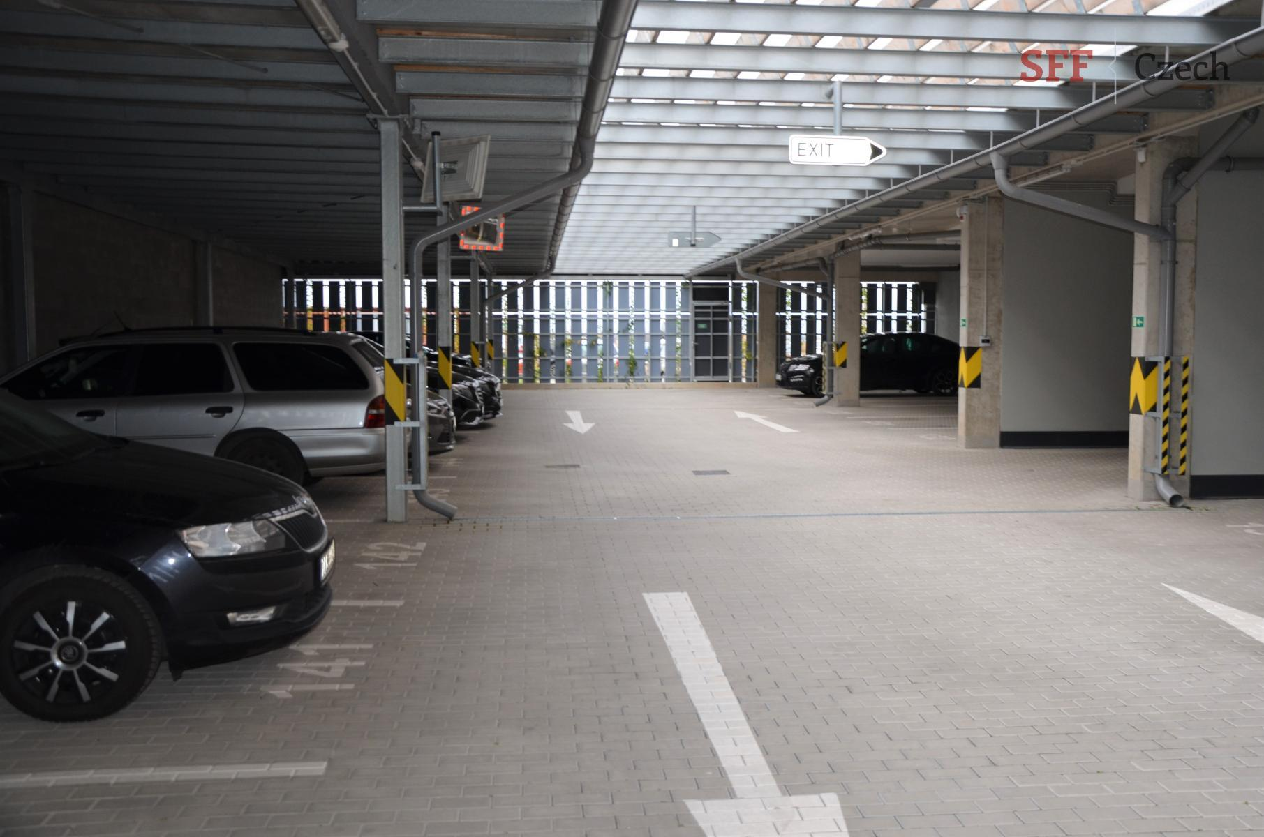 Pronájem garážového stání na Praze 10 Dolní Měcholupy Honzíkova ulice