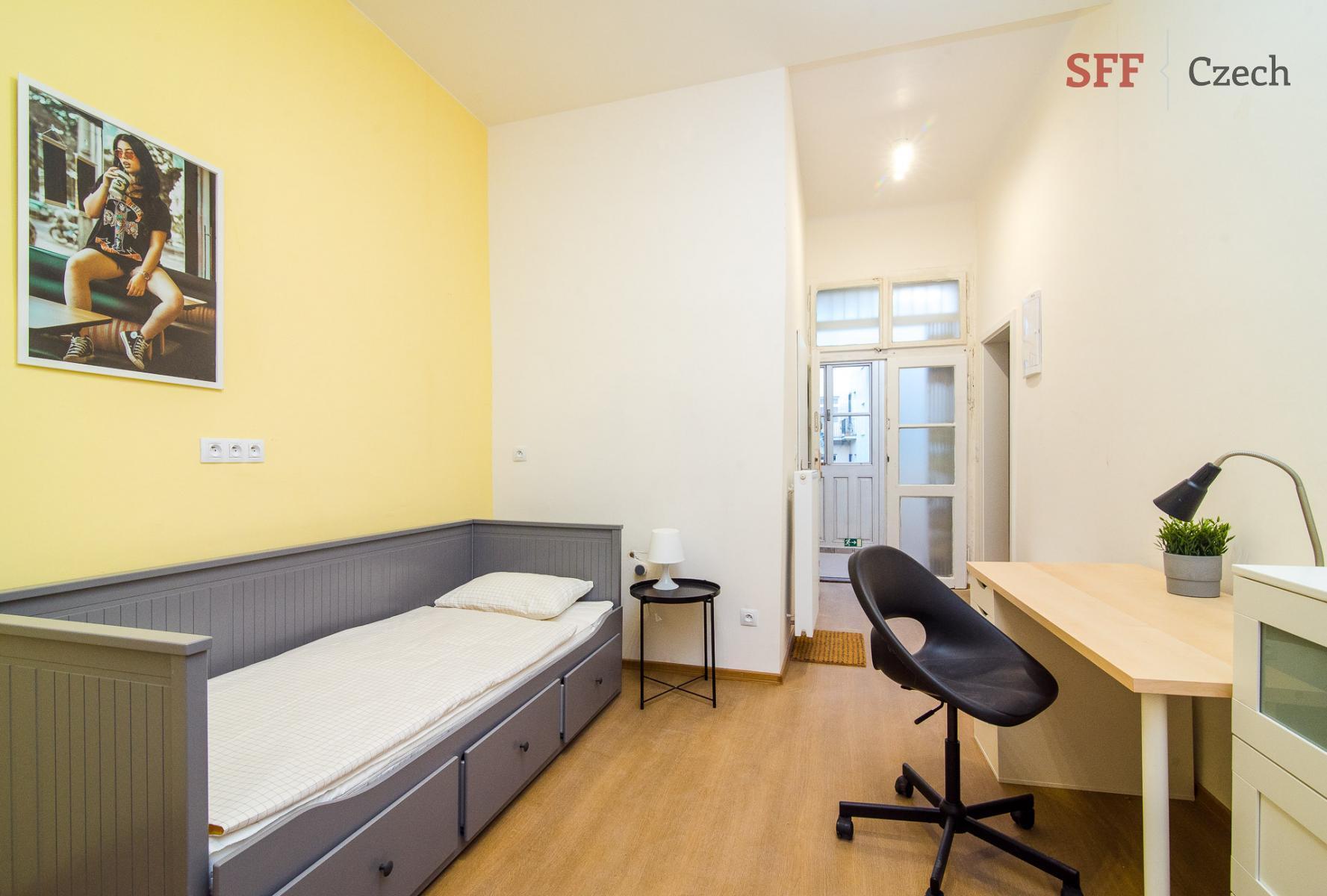 Pěkný plně zařízený pokoj k pronájmu v Praze 2 blízko metra I.P.Pavlova a náměstí Míru ve sdíleném b