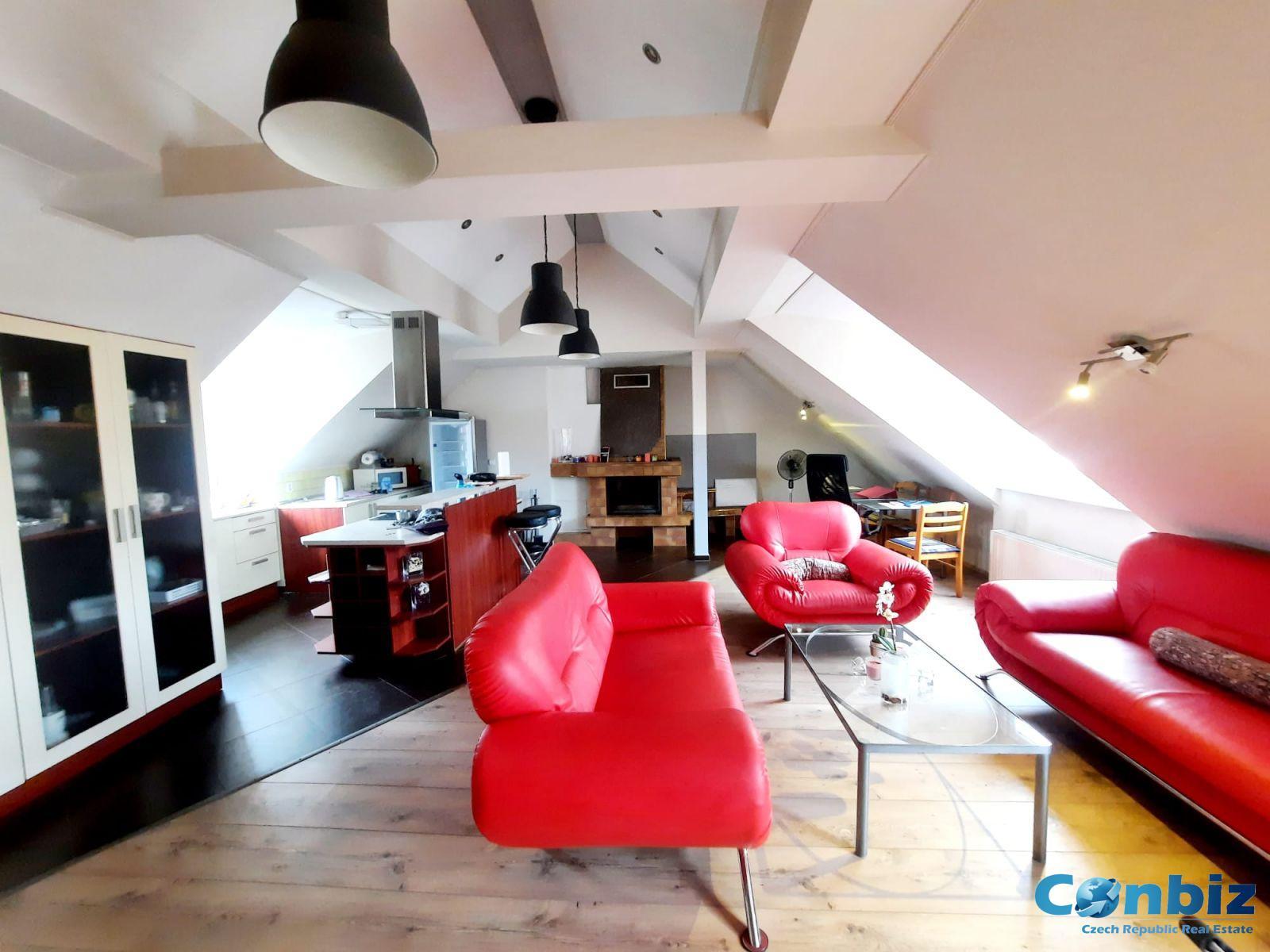 Pronájem podkrovního bytu 3kk, 125 m2, Podolská 25, Praha-Podolí