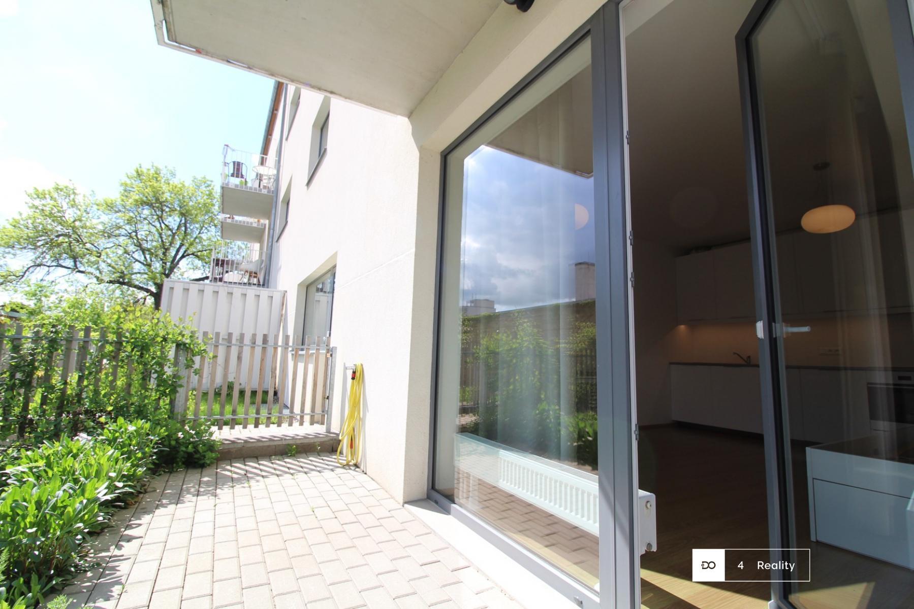 Pronájem bytu 1+kk s terasou v Radotíně