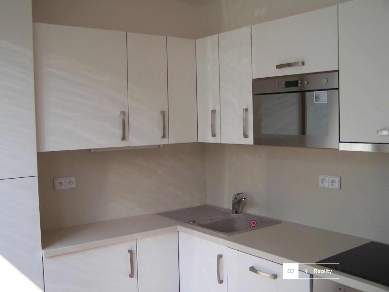 Pronájem  bytu 2+kk,  66 m2  s lodžií částečně zařízený