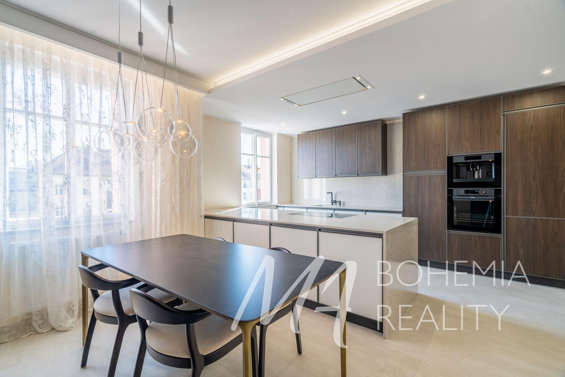 Prodej luxusně zrekonstruovaného bytu 2+1, Vinohrady, ul. Velehradská.
