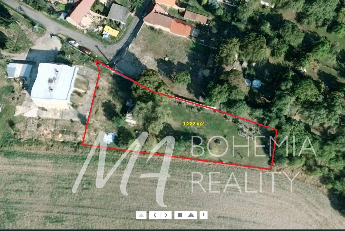 Prodej stavebního pozemku - 1.222 m2, Horní Slivno - Benátky n. Jizerou.
