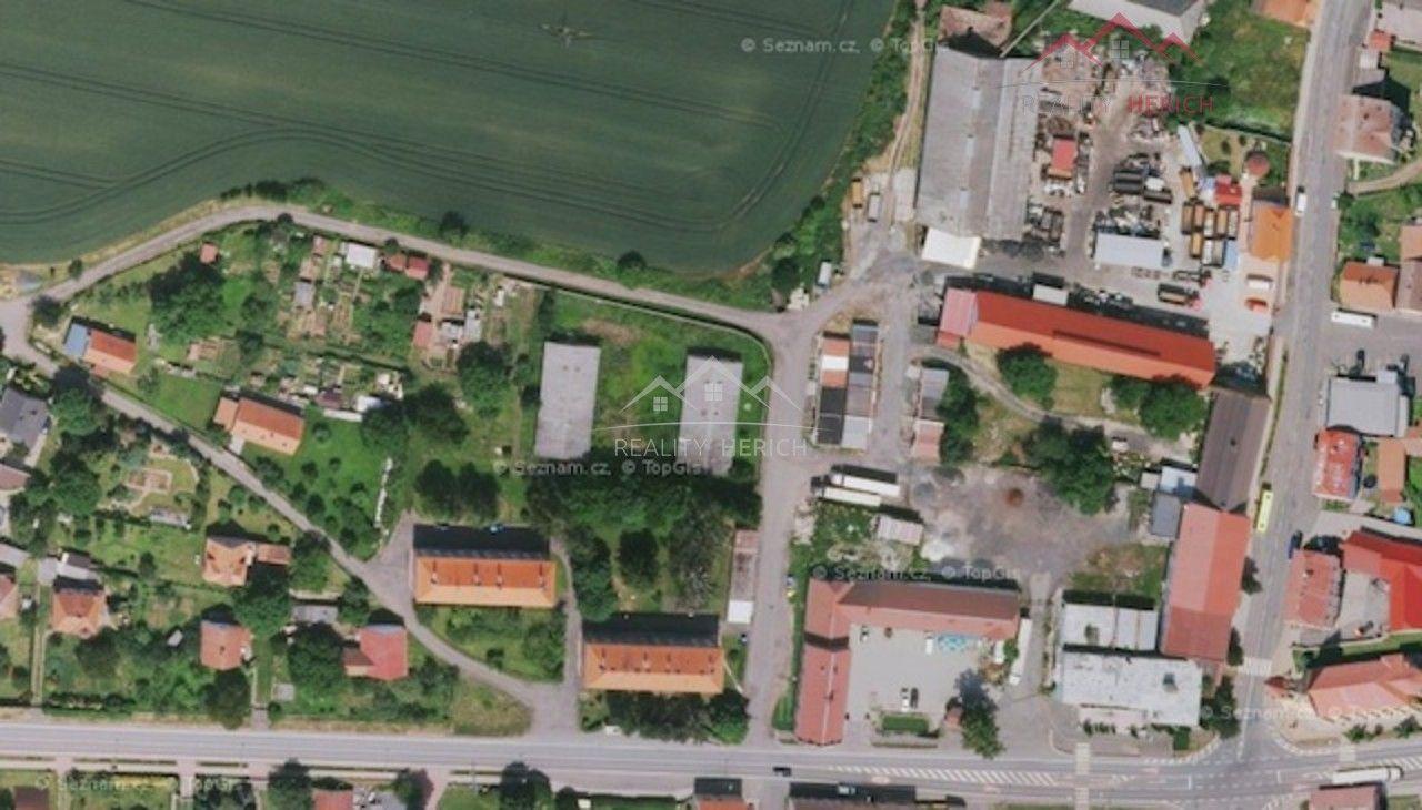Exkluzivní prodej areálu + dva objekty k bydlení (2935 m2) Lubenec