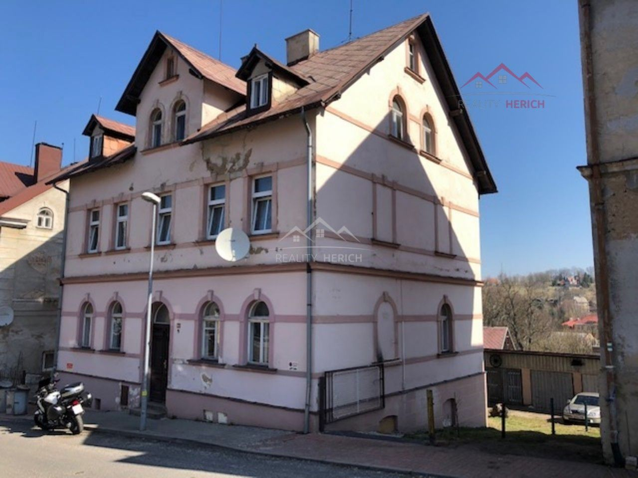 Exkluzivní prodej bytového domu 3 x 3+kk/ 3 x garáž (538 m2) Nerudova, Vejprty