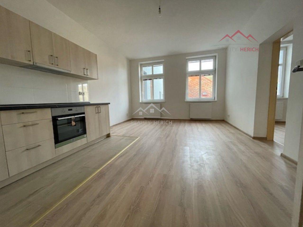 Pronájem bytu 1+1 (40m2) Ruská, Chomutov