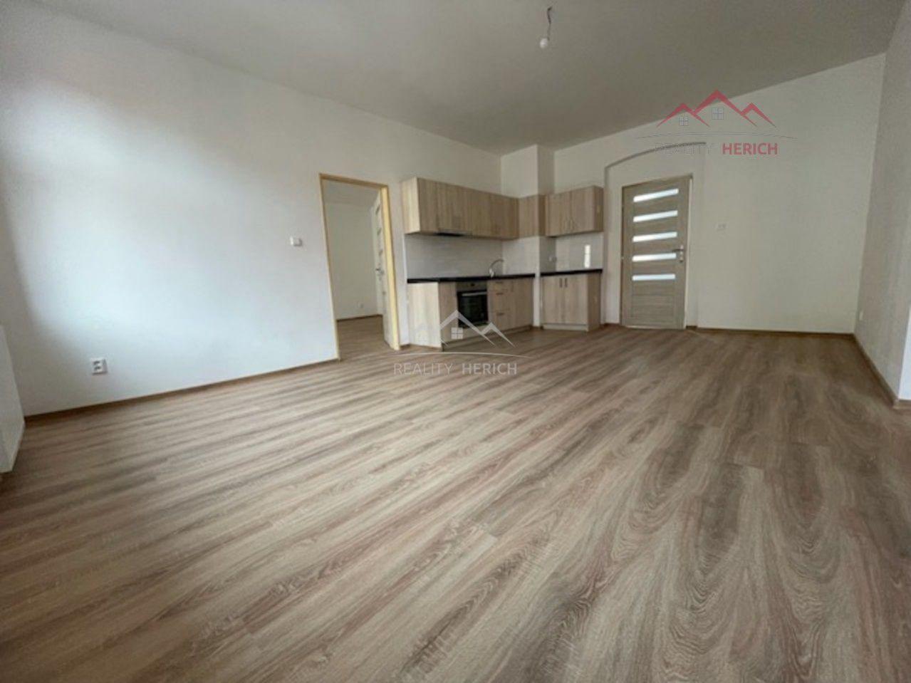 Exkluzivní pronájem bytu 3+1 (4+kk) (90 m2) Ruská, Chomutov