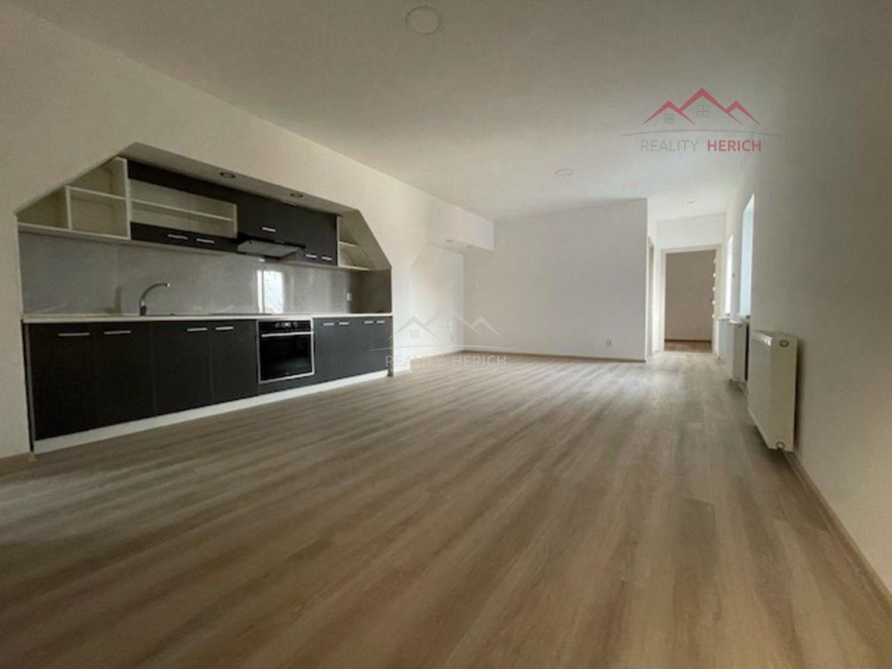 Exkluzivní nabídka podkrovního bytu 3+kk (72 m2) Ruská, Chomutov