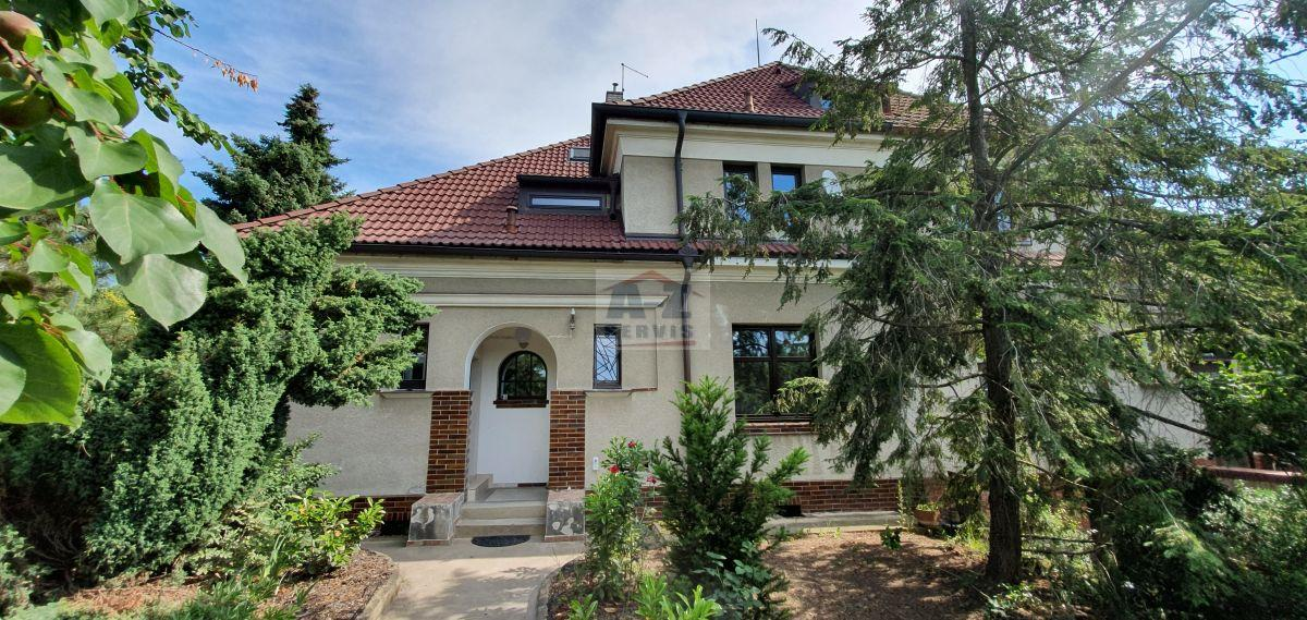 Pronájem nově zrekonstruovaného bytu 2+1/hala/ parkování na pozemku domu,  54m2 ,  Praha 5- Motol