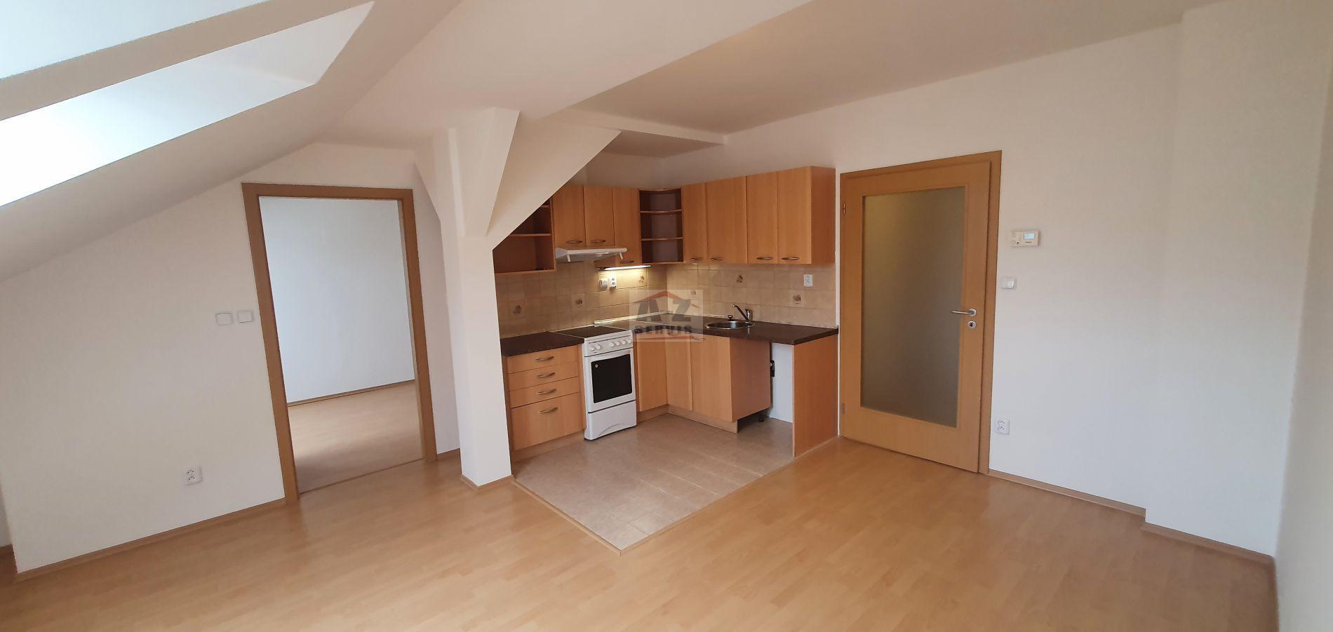 Světlý podkrovní byt 2+kk 47m2 Praha 7- ulice Kamenická