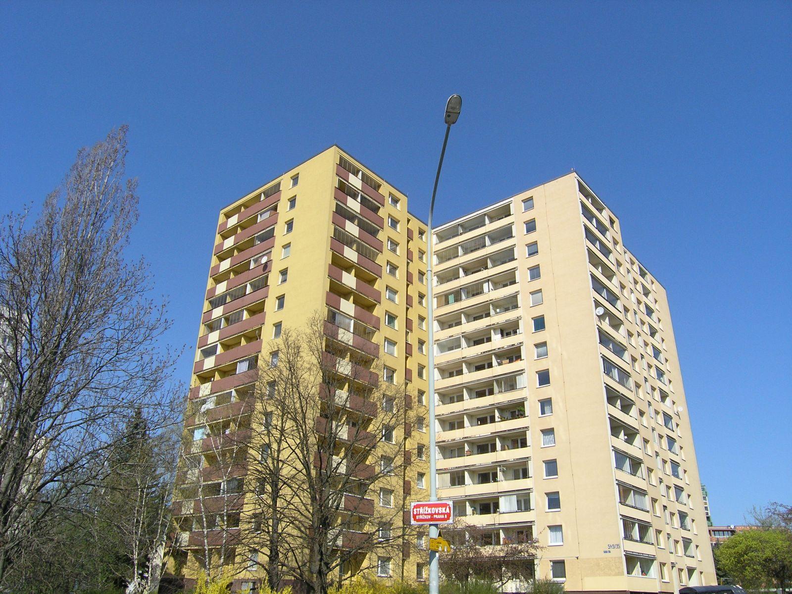 Prodej rekonstruovaného družstevního bytu 1+kk se sklepem, ul. Střížkovská, Praha 9 - Střížkov